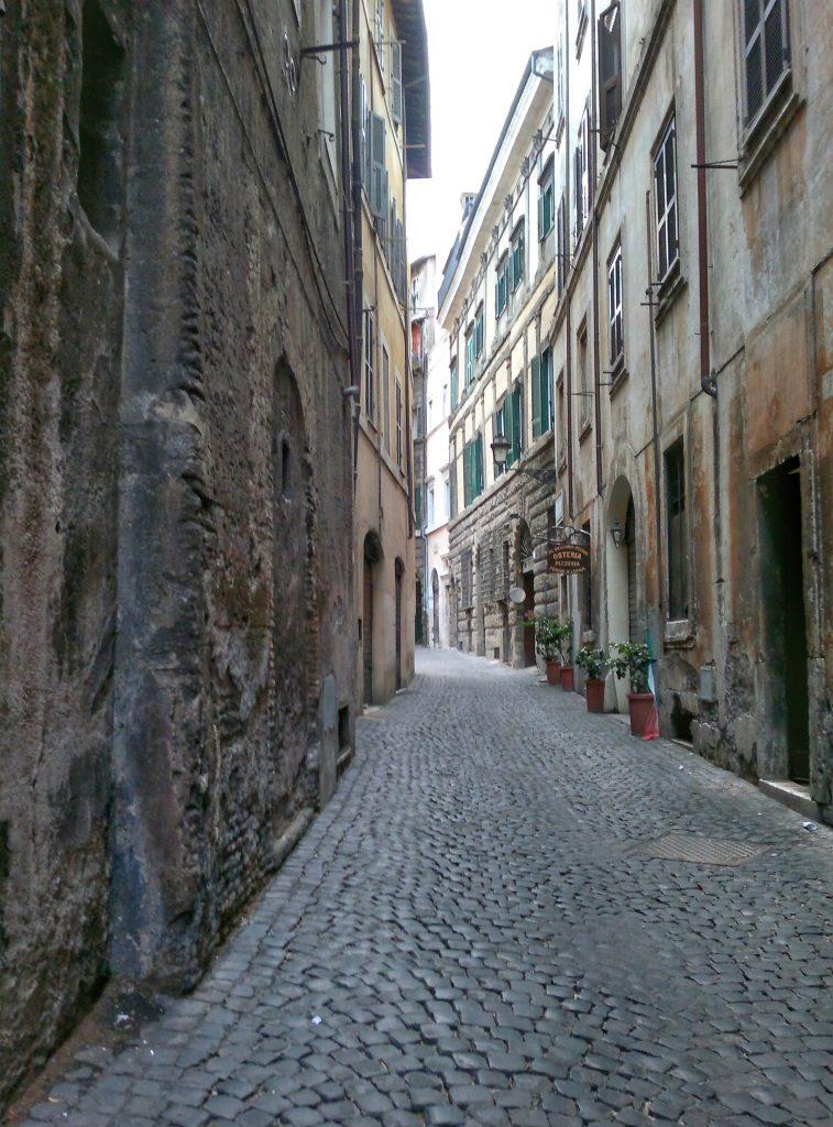 Behind Piazza Navona, Rome ©ruedevarenne.com