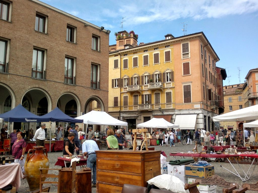 Flea Market Modena, Italy ©ruedevarenne.com