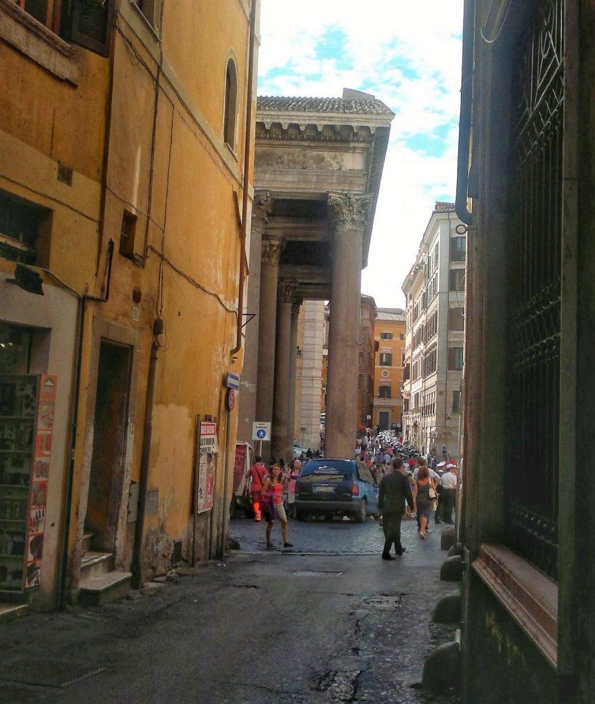 via dei Pastini, Rome ©ruedevarenne.com