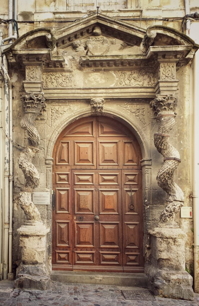 door stone columns arles